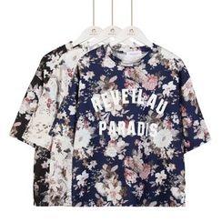 Momewear - Short-Sleeve Floral Lettering T-Shirt