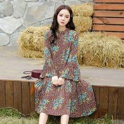 Hazie - Floral Print Bell-Sleeve Midi Chiffon Dress