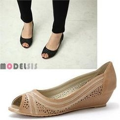 MODELSIS - Peep-Toe Perforated Wedges