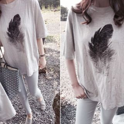 DAILY LOOK - Feather Print T-Shirt