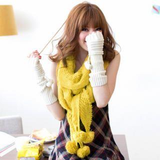 Tokyo Fashion - Pompom-Detail Knit Scarf