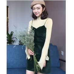 时尚麻豆家 - 多带植毛绒A字连衣裙
