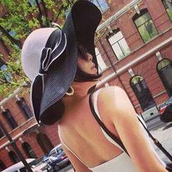 卿本佳人 - 编织草帽子