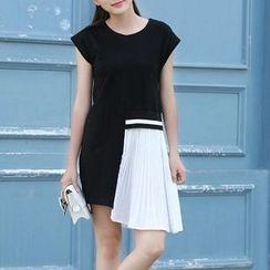 Everose - Color-Block T-Shirt Dress