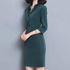 Diosa - 3/4-Sleeve V-neck Sheath Dress