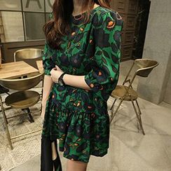 Queen Bee - Floral Print Elbow-Sleeve Dress