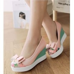 TULASI - Bow Panel Wedge Pumps