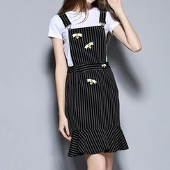 Merald - Set: Short Sleeve T-Shirt + Bee Embroidered Striped Pinafore Dress