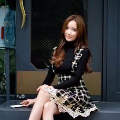 Dabuwawa - Lace Trim Plaid Suspender Skirt