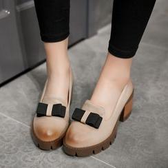 锦洋鞋业 - 蝴蝶饰厚底平跟船鞋高跟鞋