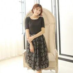 Porta - Set: Short-Sleeve T-Shirt + Tulle Overlay Skirt