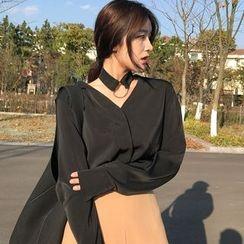 small dots - V-neck Long-Sleeve Blouse