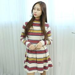 Dodostyle - Stripe Mock-Neck A-Line Dress
