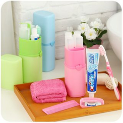 Momoi - Travel Toothbrush Holder