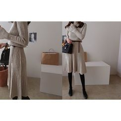 DAILY LOOK - Mock-Neck Cashmere Blend Rib-Knit Dress