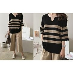 DAILY LOOK - Open-Placket Striped Knit Top