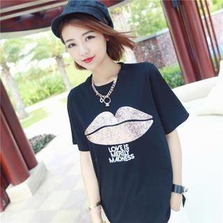 Mayi Ayamo - Glitter Lip Print Lettering T-Shirt