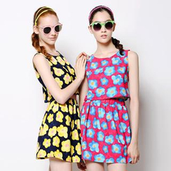 Xiaowei - Set: Sleeveless Patterned Cropped Top + Pleated A-line Skirt