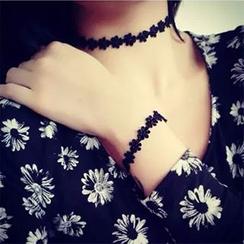 Hats 'n' Tales - Floral Lace Choker/ Bracelet