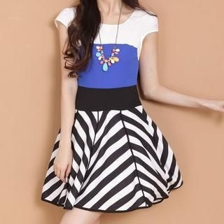 9mg - Cap-Sleeve Color-Block Dress