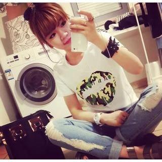 QZ Lady - Short-Sleeve Camouflage Lip Print T-Shirt