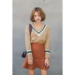 migunstyle - Contrast-Trim Ribbed Knit Top