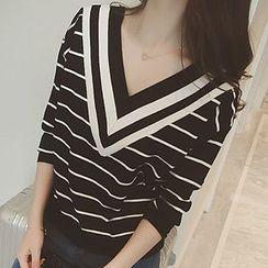 Rocho - V-Neck Sweater