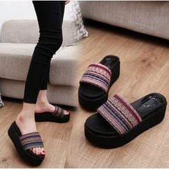 BAYO - Platform Patterned Slide Sandals
