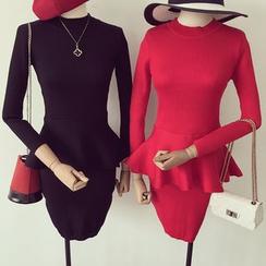 Honeydew - 套裝: 荷葉邊針織上衣 + 短裙