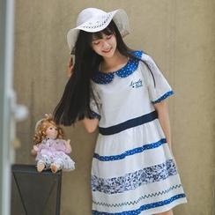 Moricode - Star Print Collared Stripe Short-Sleeve Dress
