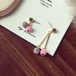 Dollu - Pompom Non Matching Earrings
