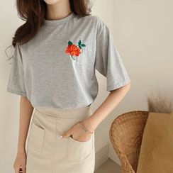 Hello sweety - Round-Neck Floral Embroidered T-Shirt