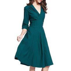 Forest Of Darama - 3/4-Sleeve V-Neck Midi Dress