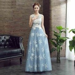 Caramelo - Sleeveless Lace Panel Evening Gown