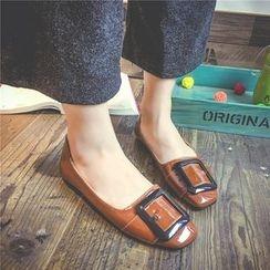 QQ Trend - 饰扣漆皮平底鞋