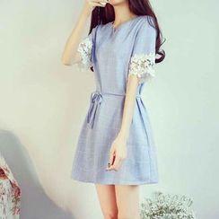 Fashion Street - Windowpane Short-Sleeve A-Line Dress