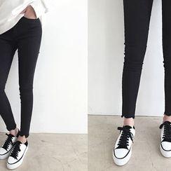 DAILY LOOK - Frey-Hem Skinny Pants