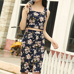 Glen Glam - Set: Floral Print Cropped Sleeveless Top + Slit Pencil Skirt