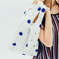 chuu - Flower Lace Shopper Bag