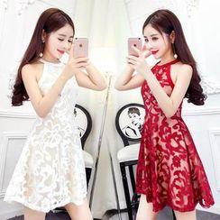 Manicotto - Sleeveless Tie-Waist Crewneck A-Line Halter Lace Sheath Dress