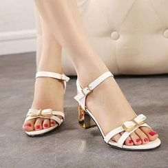 Mancienne - Patent Bow-Accent Sandals