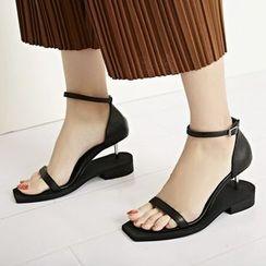 錦洋鞋業 - 粗跟涼鞋