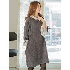 LOLOten - Contrast-Collar Wool Blend Shift Dress