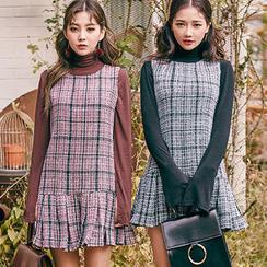 chuu - Sleeveless Ruffle-Hem Mini Tweed Dress