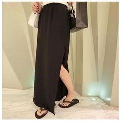 AIGIL - Side Slit Maxi Skirt