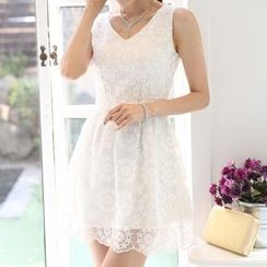 Beansprout - Lace V-neck Sleeveless Dress