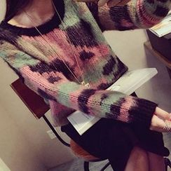 Ashlee - Set: Patterned Sweater + Midi Skirt