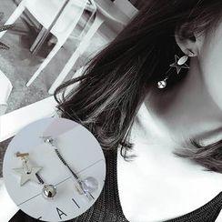 Jemai - Star Non-Matching Earrings