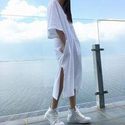 QZ Lady - V-Neck Oversized T-Shirt Dress
