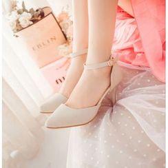Charming Kicks - 踝带尖头高跟鞋